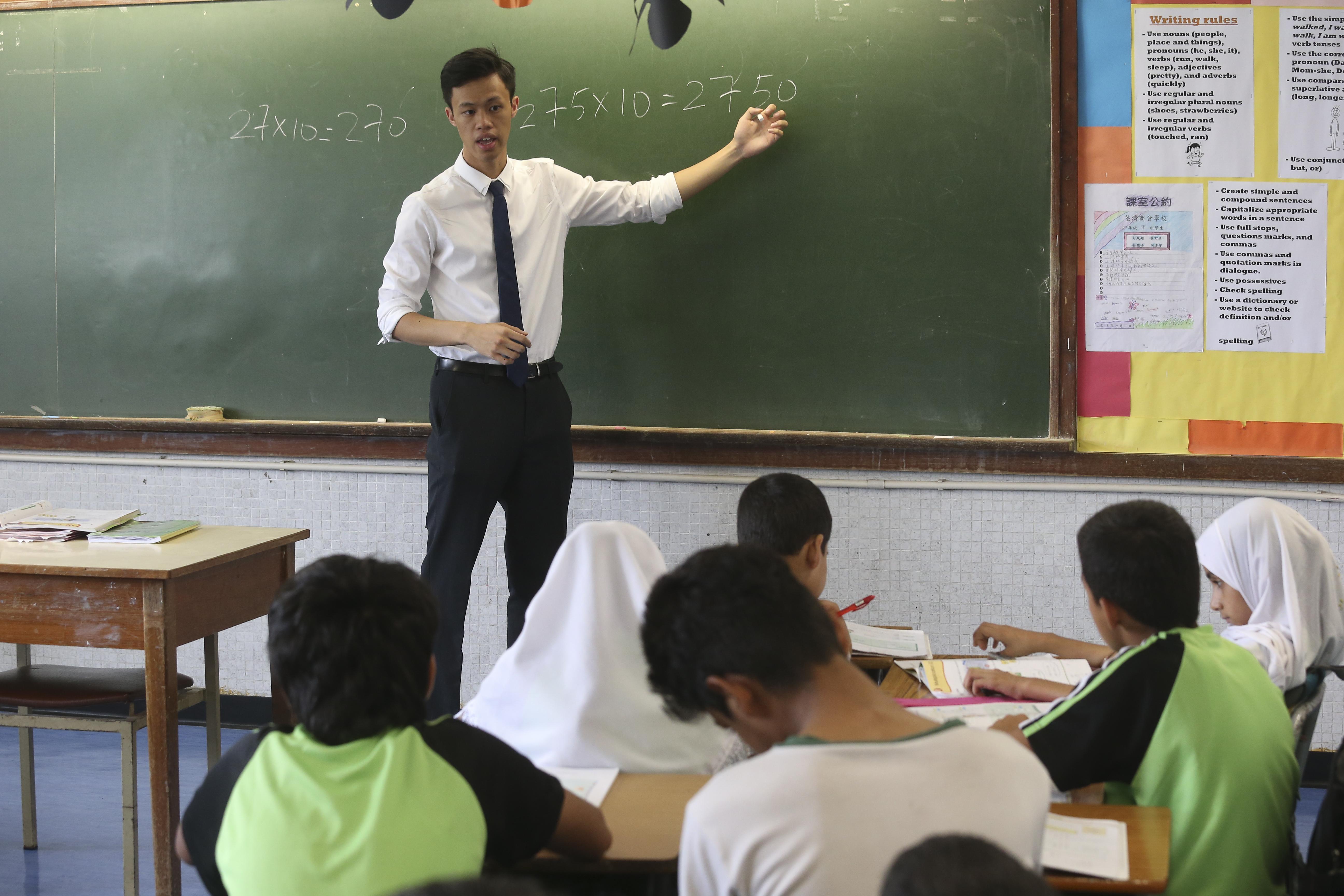 f0aedf8d4af Volunteer teachers help poor Hong Kong pupils see the bigger picture ...