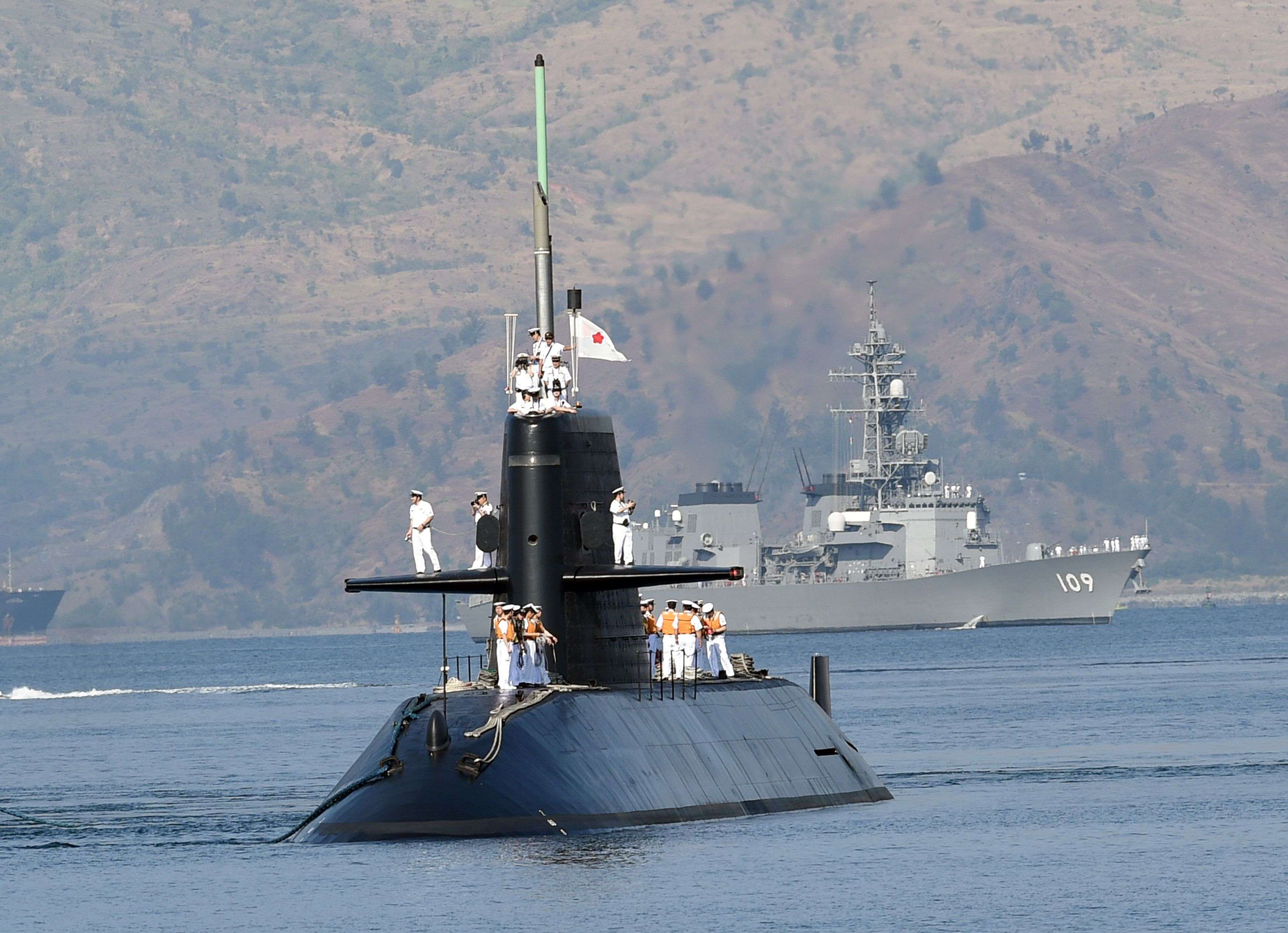 Japanese submarine makes first port call to Philippines in