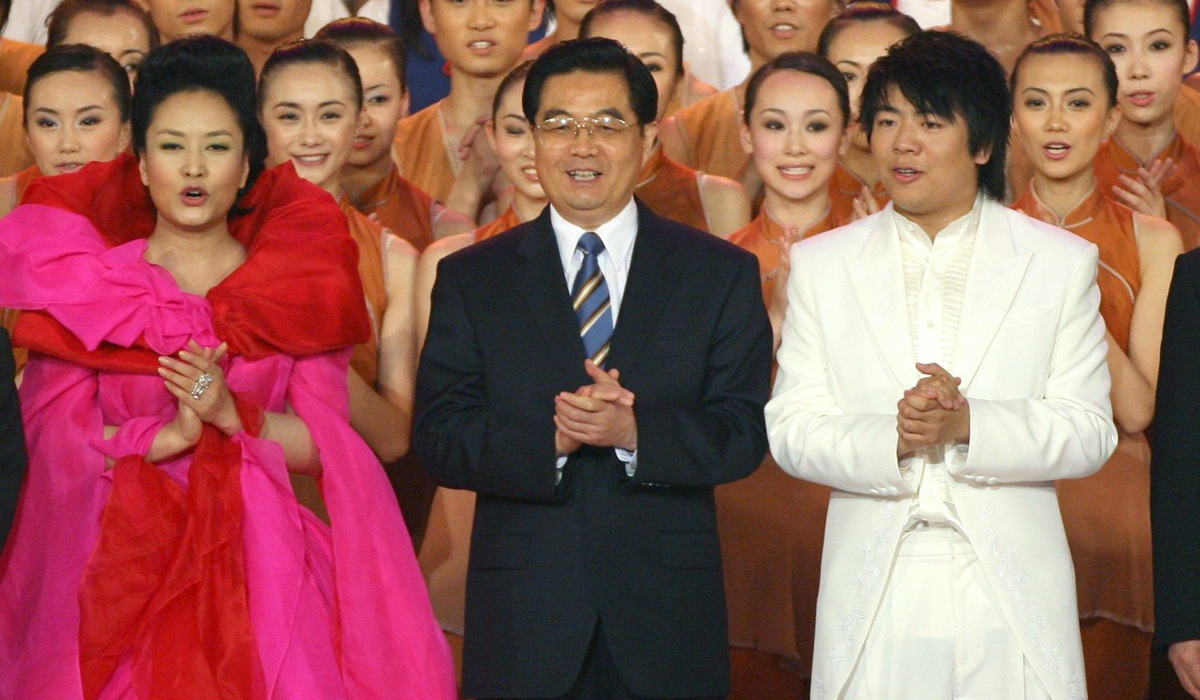 Xi Jinpings Wife Peng Liyuan To Add A Dash Of Glamour Hong Ma Shang Xuan Hu X1 Mouse Professional Gaming Joins Then President Jintao And Pianist Lang At The 10th Anniversary Variety Show In 2007 Photo Dustin Shum