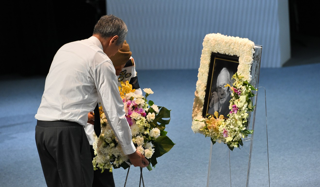 Singapore pm misled lee kuan yew over family house says brother lee hsien loong singapores prime minister lays a wreath during the funeral service for his father the lion citys founding leader lee kuan yew izmirmasajfo