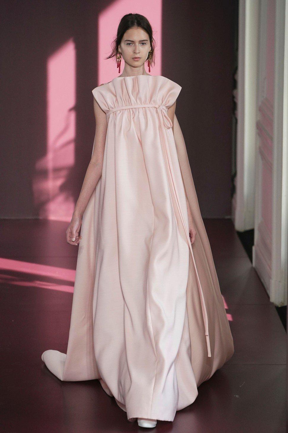 Runway: Valentino Spring 2018 Fashion Show - PFW   Cool