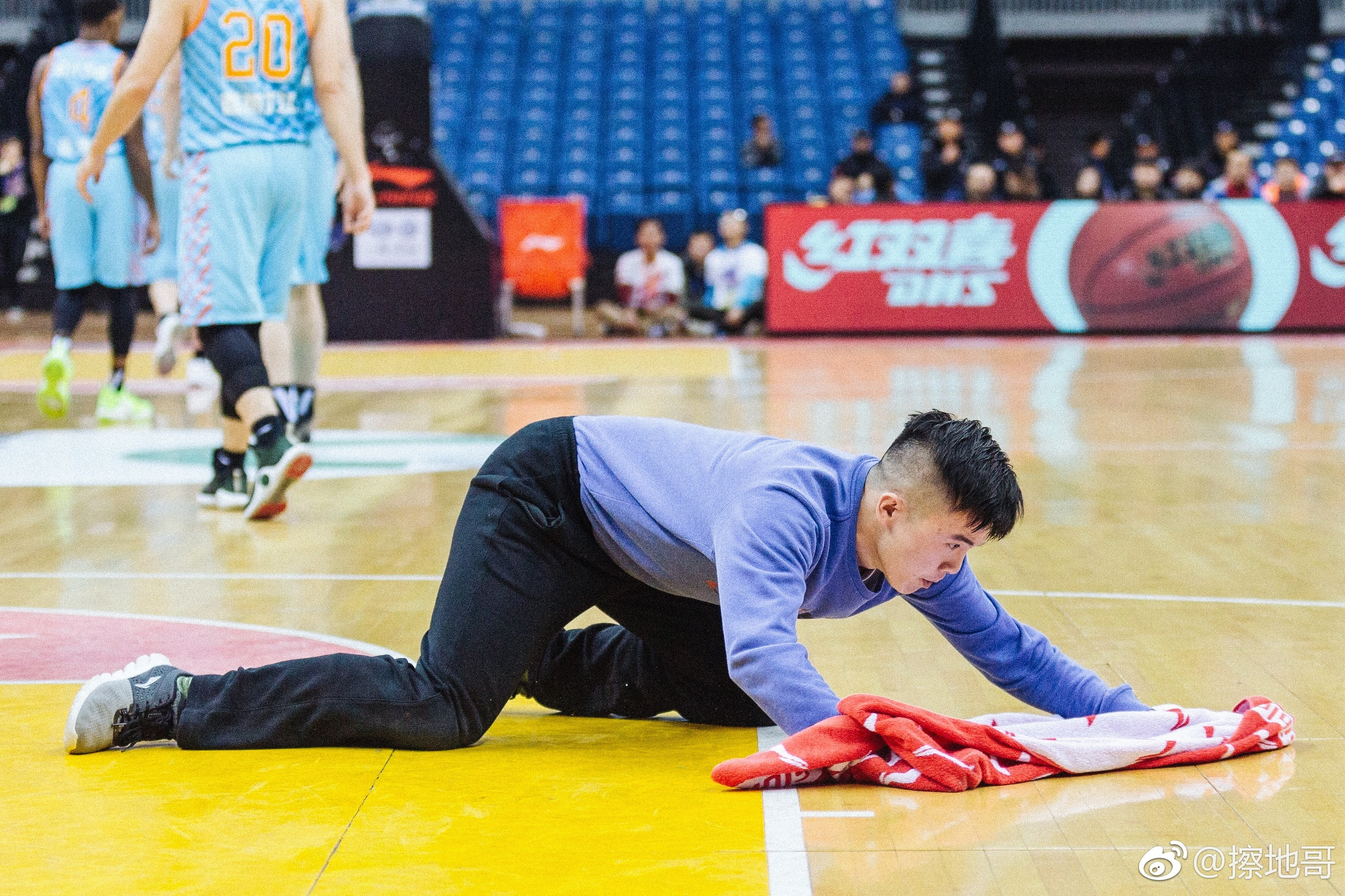 The Chinese Basketball Court Cleaner