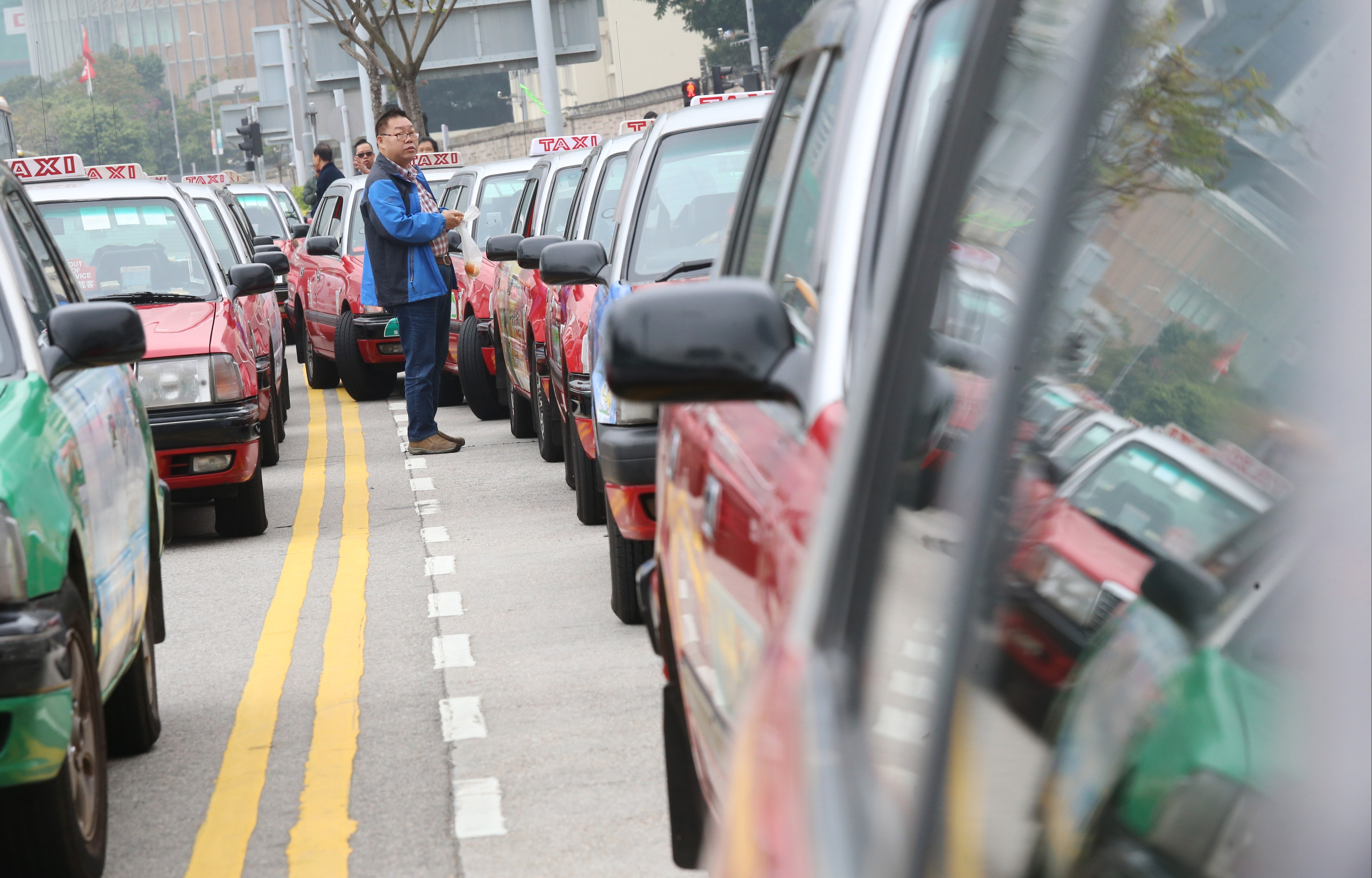 b219a295d7 Why shabby taxis rule Hong Kong streets … and Uber can t get a break