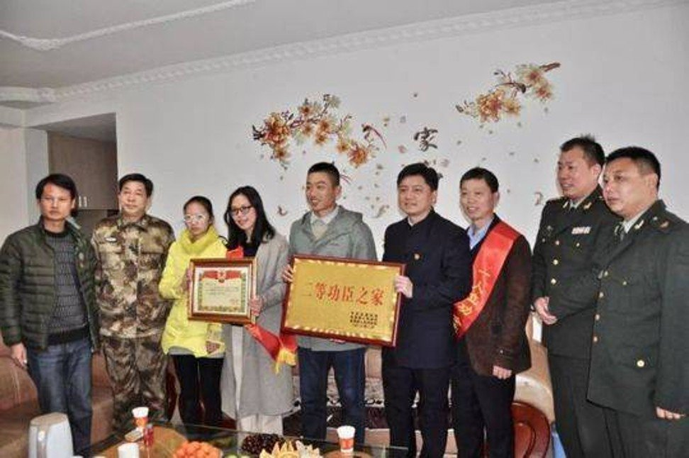 Gong and his family celebrate at their home in Fuzhou. Photo: 163.com