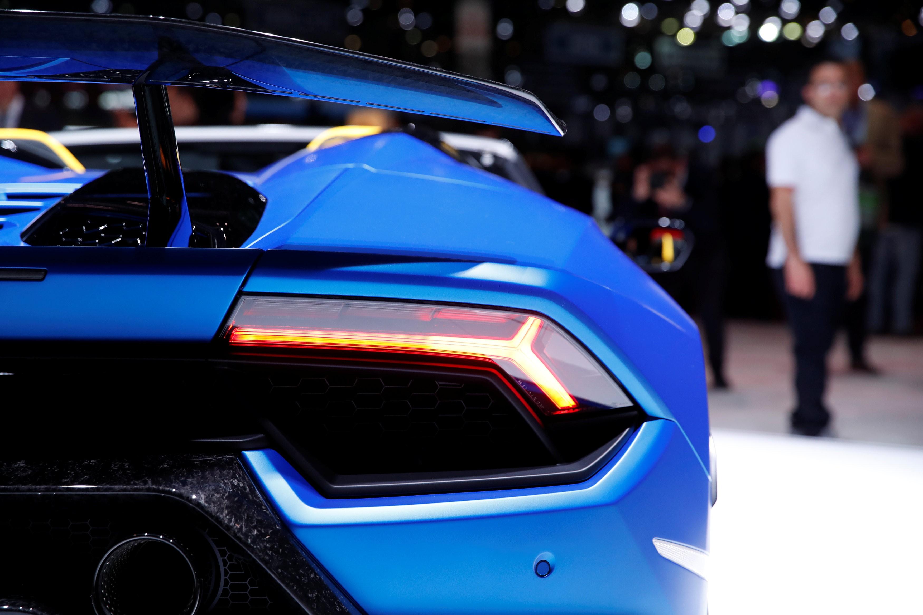 Geneva Auto Show Mercedes Porsche And Lamborghini Show Edge Over - Sports car show