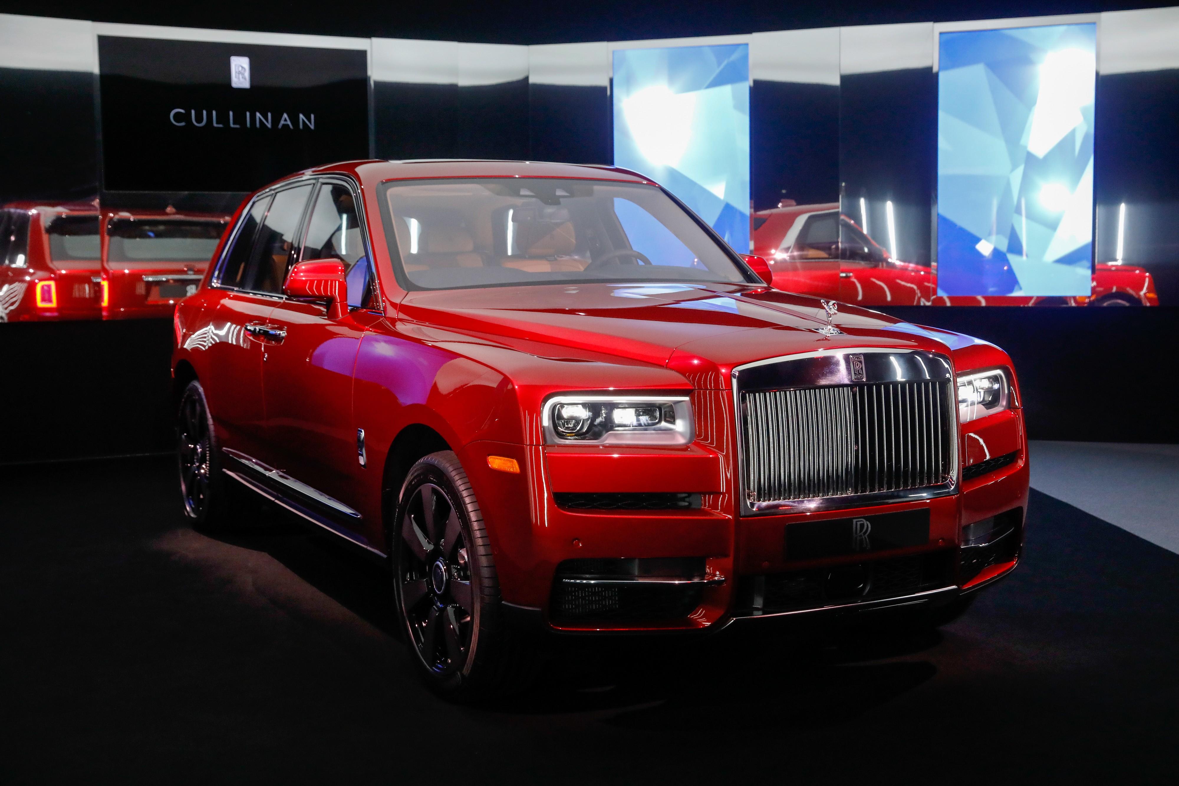 A Peek At Us 325 000 Rolls Royce Cullinan The World S
