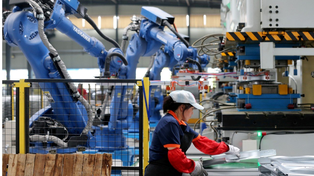 China's manufacturing growth slows again as trade tensions