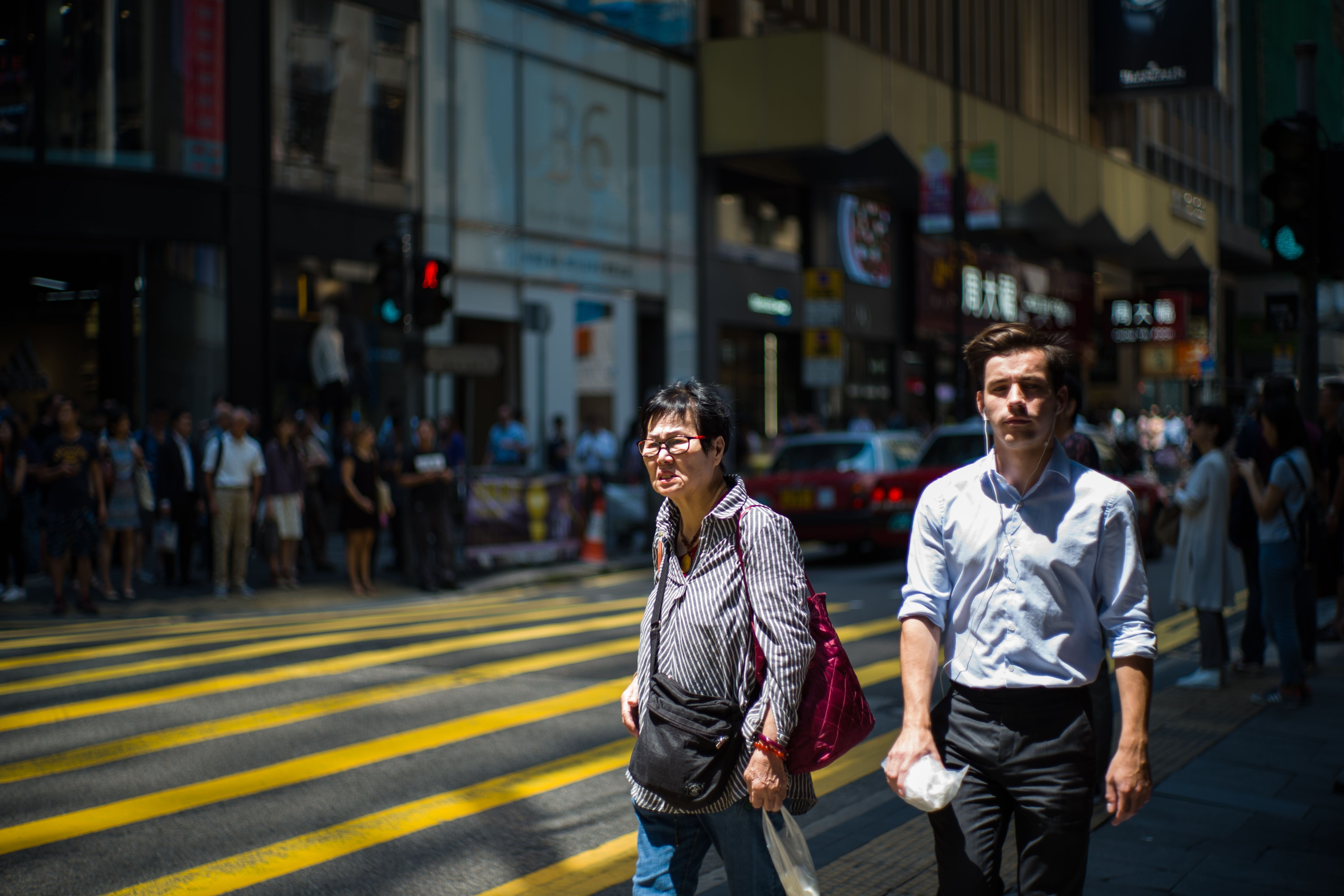 Expats earn more in Hong Kong, but prefer to live in