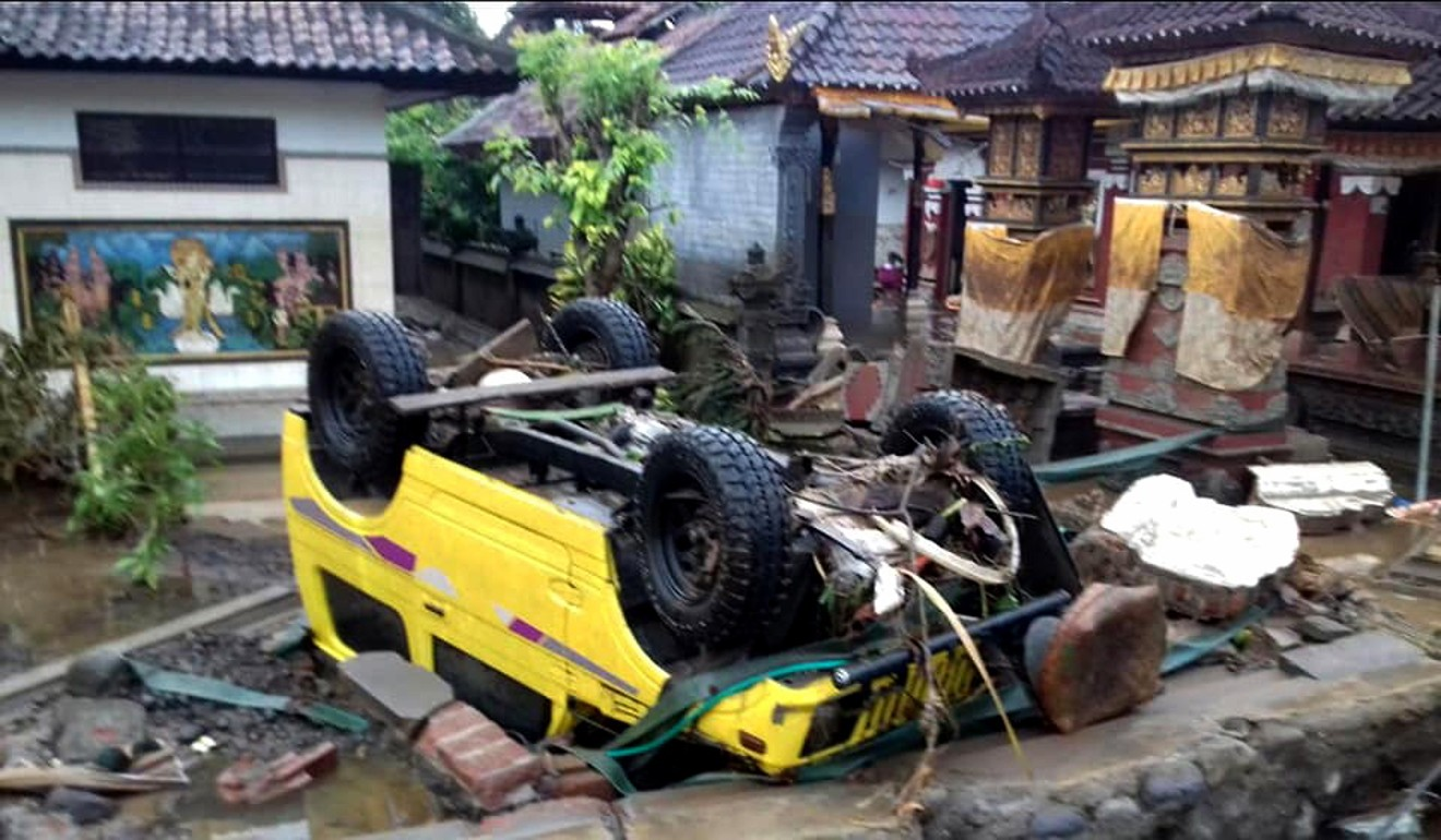 Tourists flee Thai islands as Tropical Storm Pabuk brings