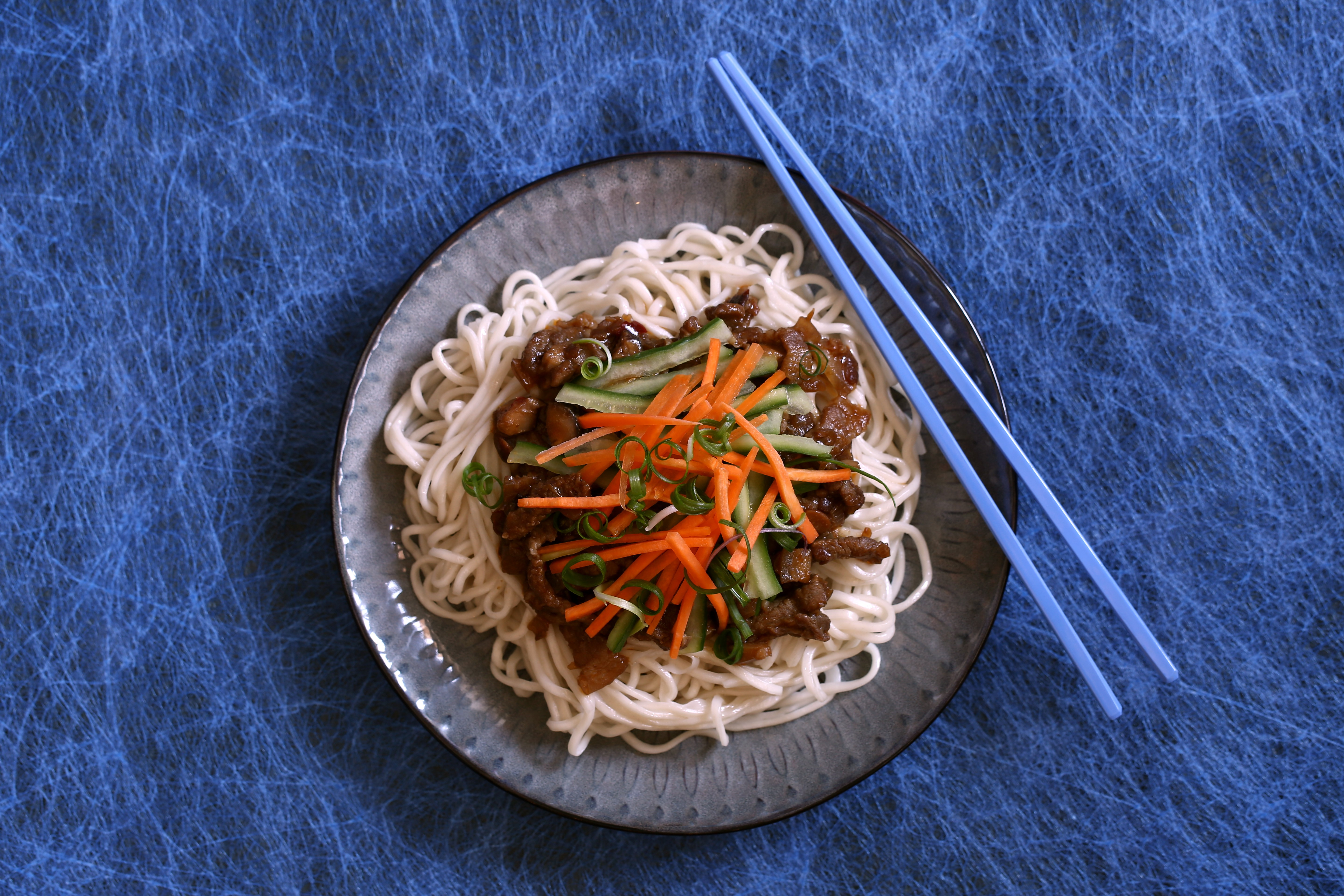 How to make zhajiangmian, Chinese noodles with bean paste and pork ...