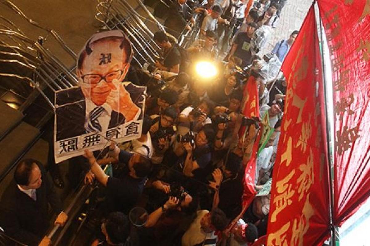Striking dockers try to meet with Li Ka-shing | South China Morning Post