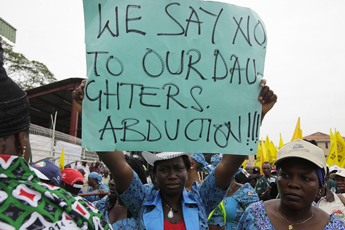US offers to help Nigeria in hunt for abducted schoolgirls