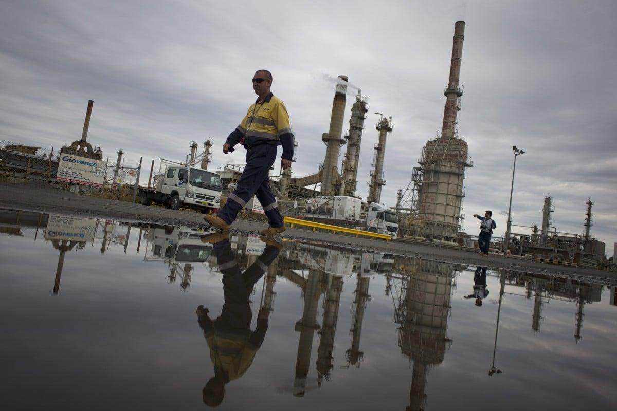 Saudis avoid 1980s mistakes to halt oil price fall as glut