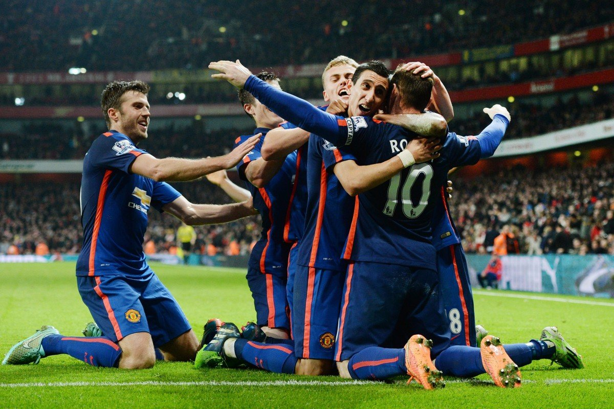 03d4dd617 Wayne Rooney is hugged by his teammates after his decisive 85th-minute  strike sealed Manchester