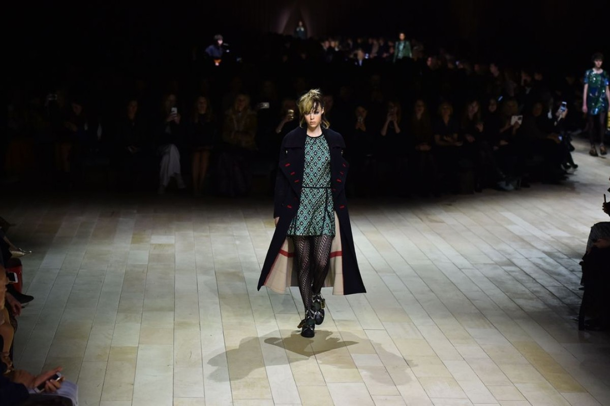 8e902335e0 A look from the Burberry show at the autumn-winter 2016 London Fashion Week.