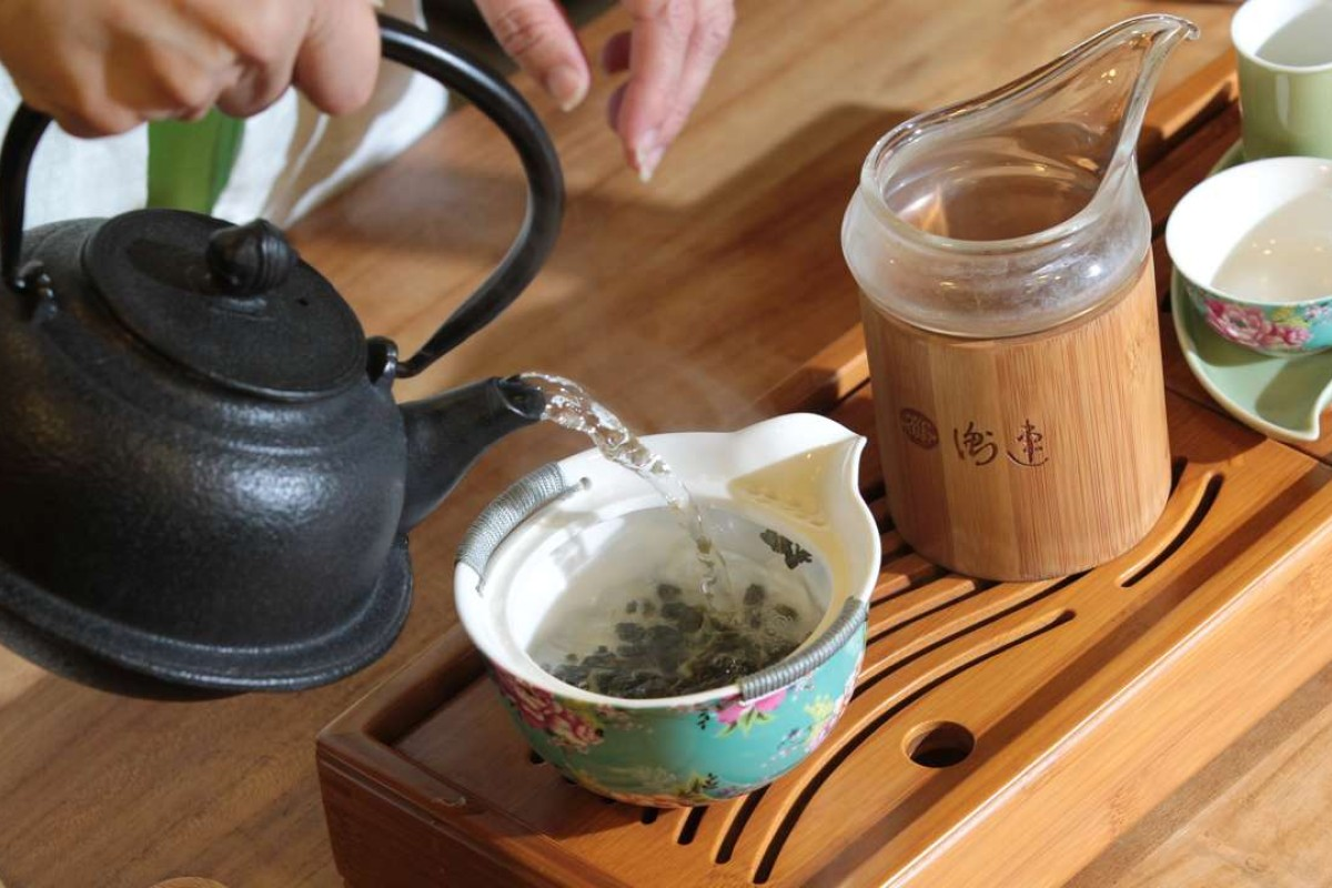 Japanese tourists charged 48 yuan per sip of Chinese tea in Shanghai teahouse scam