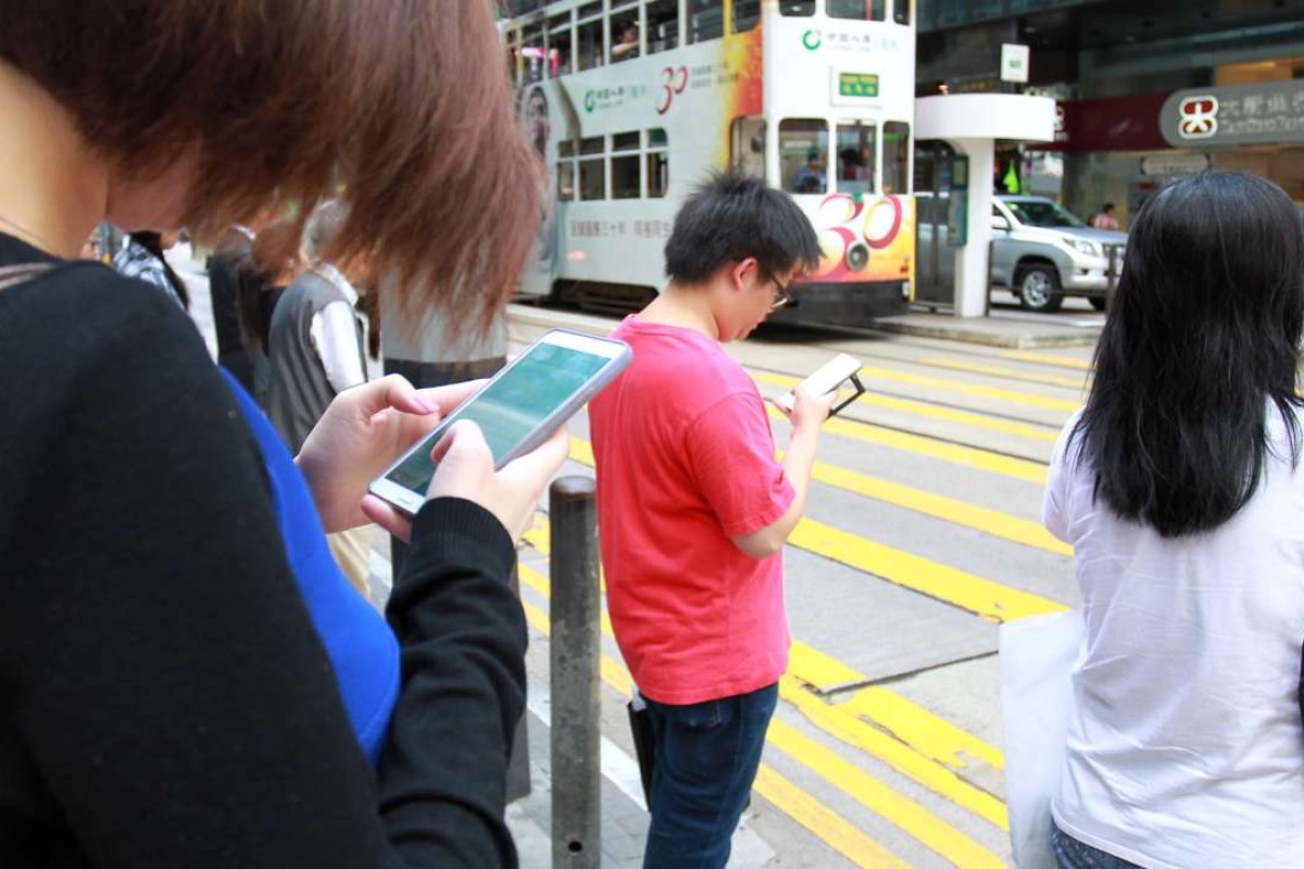 How stupid and smartphones go together in Hong Kong | South