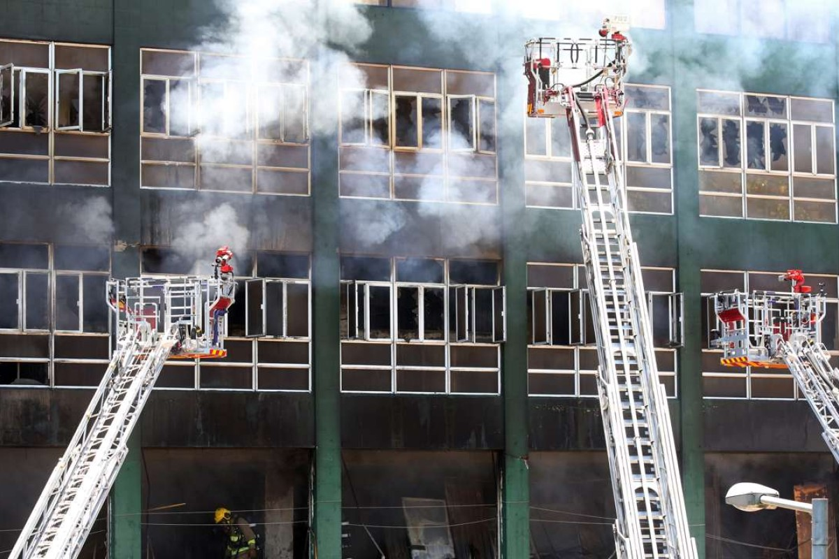 3ab5ba2e0b Two Hong Kong firemen died while tackling the inferno at the Ngau Tau Kok  industrial building