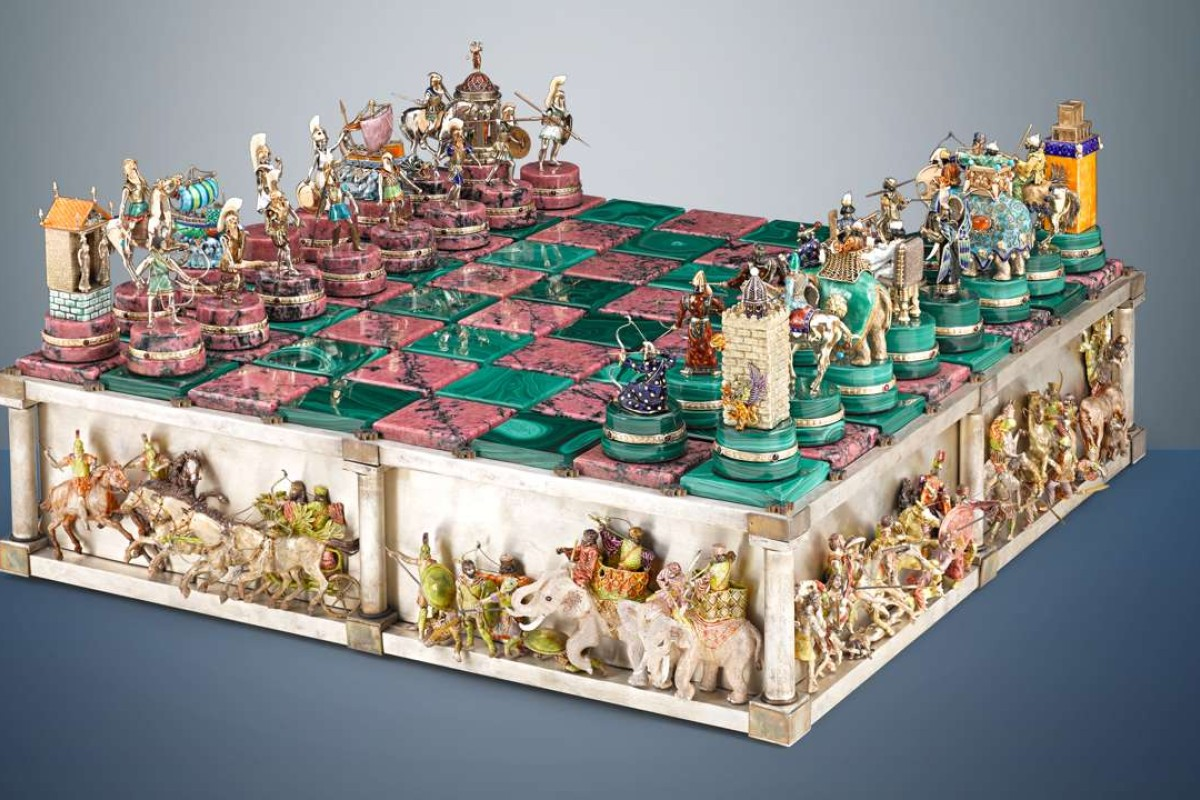 Elaborate chess set depicts the famous Battle of Issus