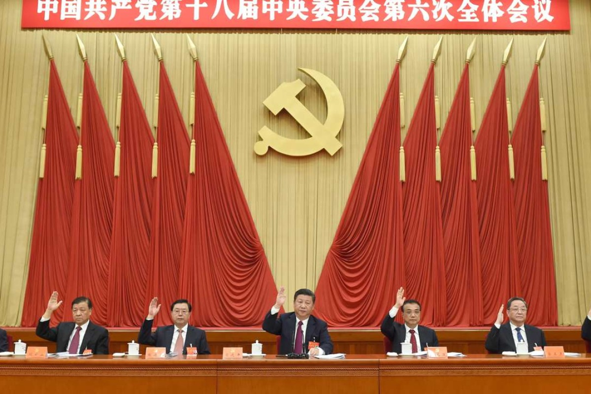b9d289a0 President Xi Jinping (centre), flanked by Premier Li Keqiang (right) and