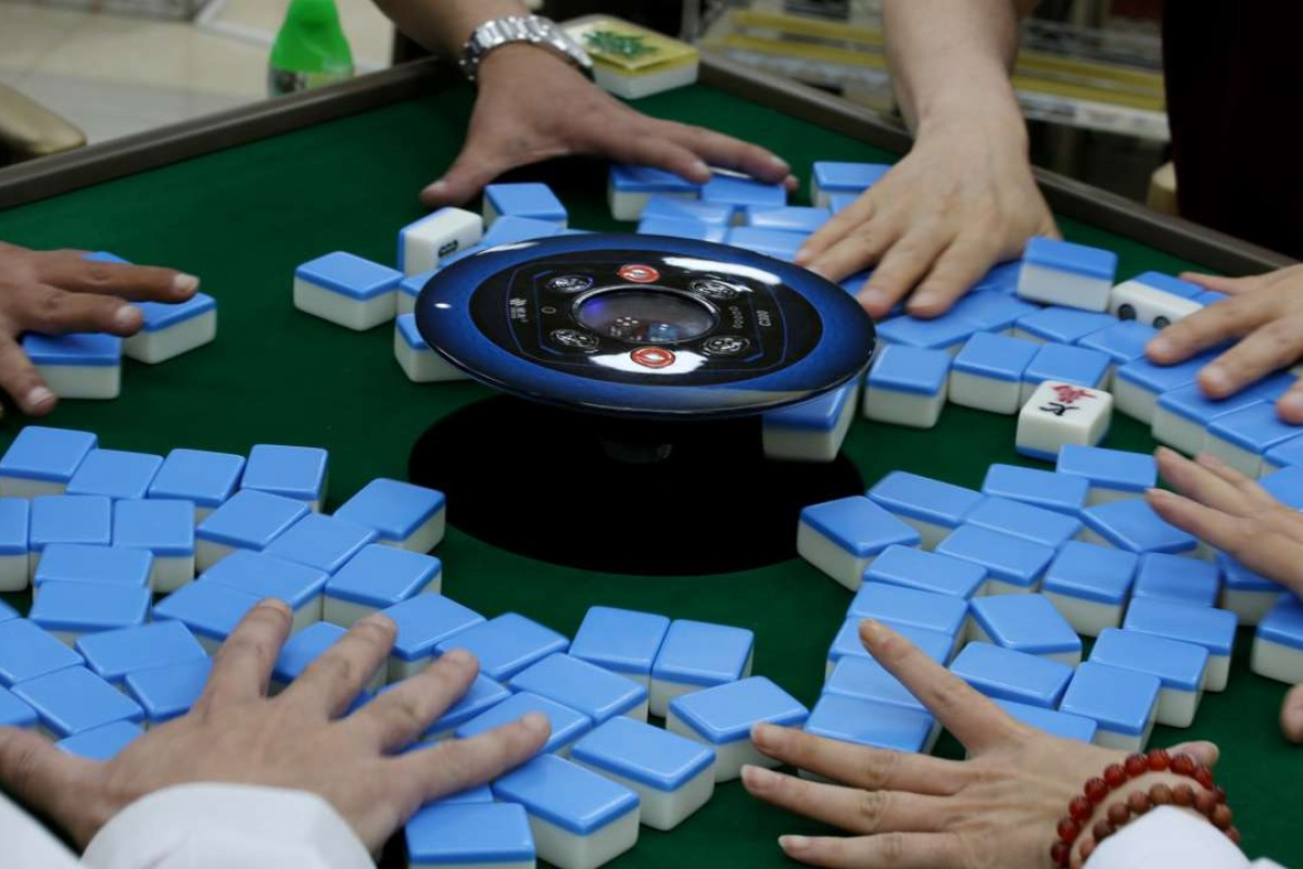 Scammers at Hong Kong mahjong parlour try to fix games with