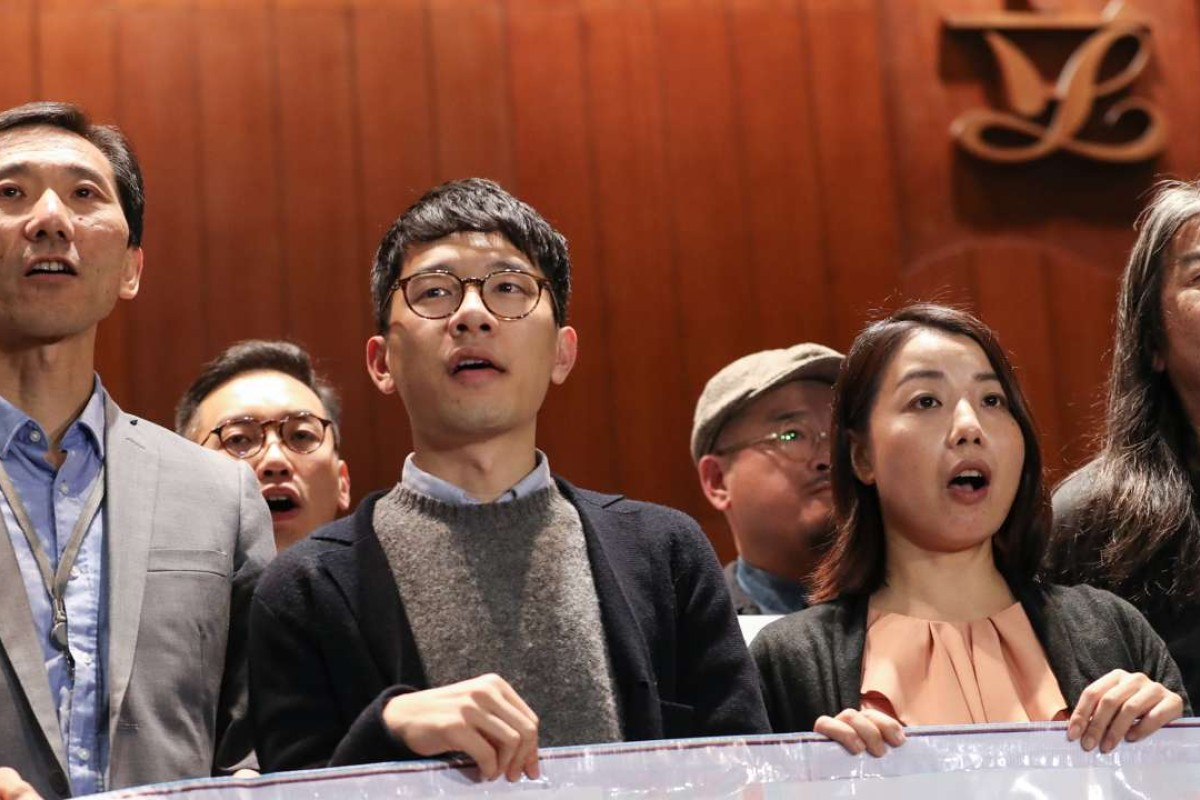 Lawmakers Revive Plan To Curb Restraint >> Court Ruling Disqualifying Hong Kong Lawmakers Over Oath Taking