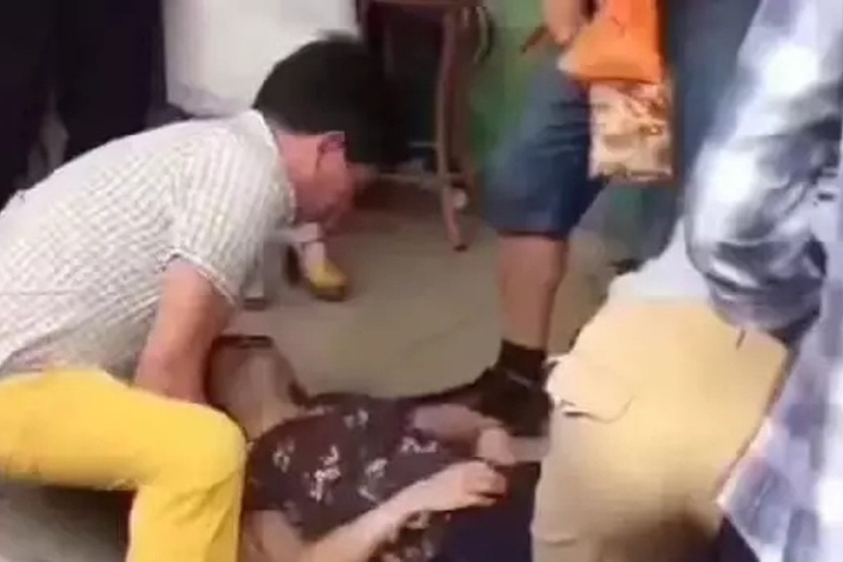 Chinese tourist faints in shock after accidentally breaking