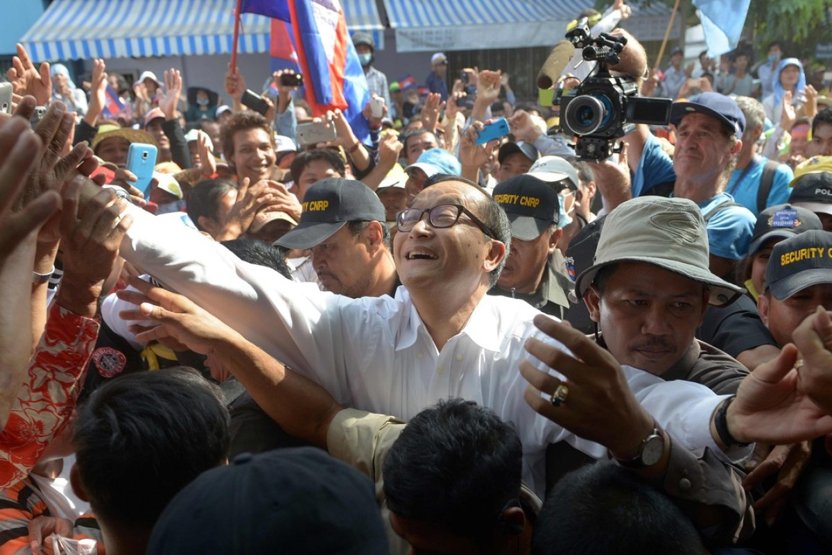 Cambodia clamps down on opposition by barring parties with criminal