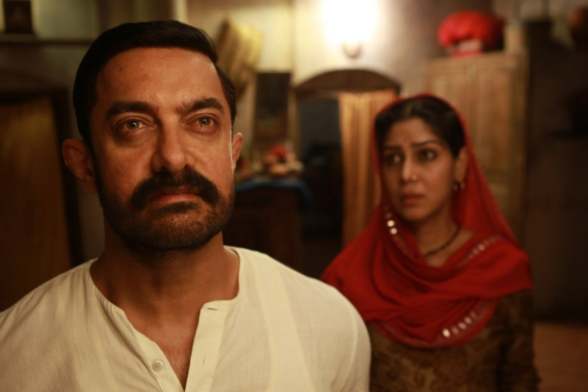Film Review Dangal Aamir Khan Teaches Daughters To Wrestle In
