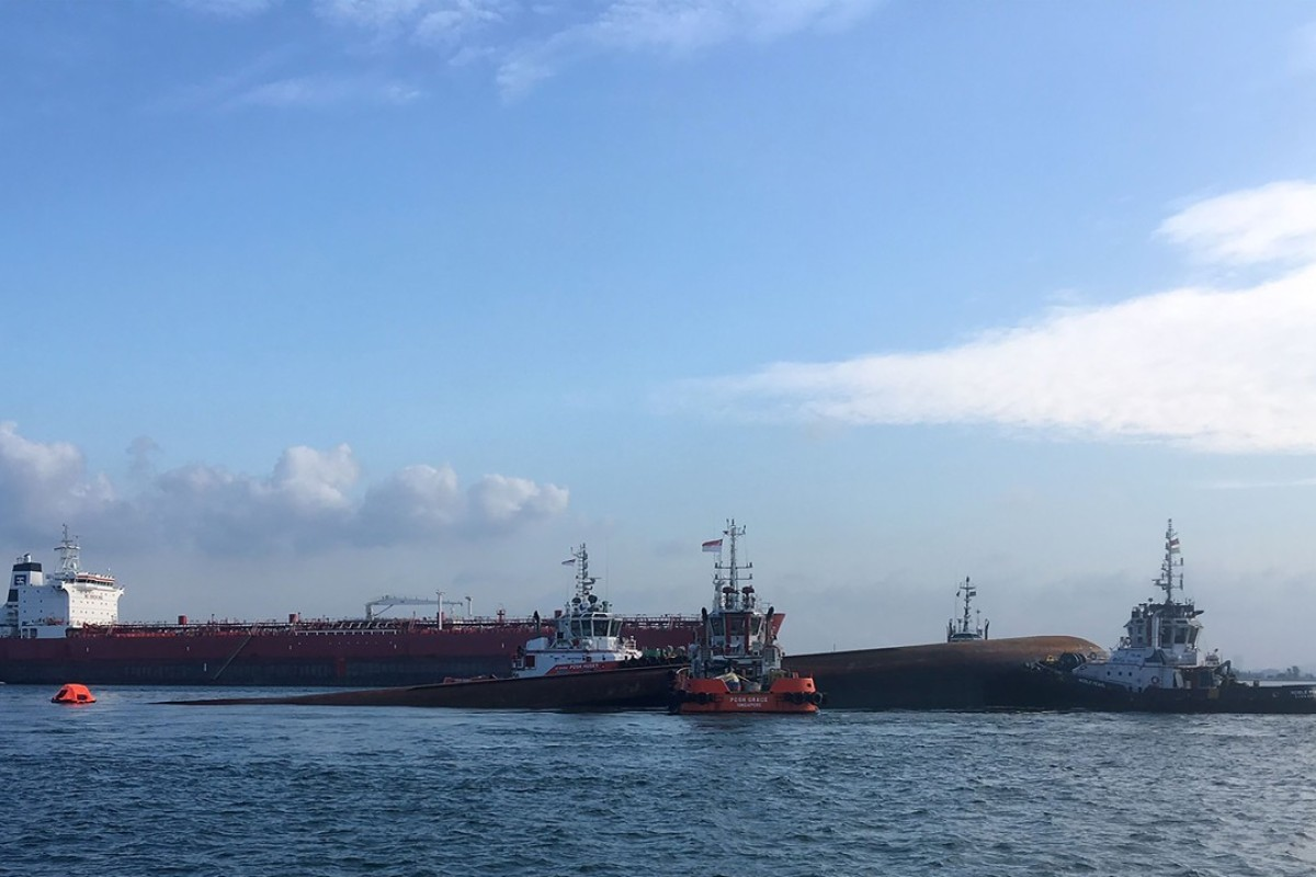 Two dead, Chinese crew members missing, after boat collides