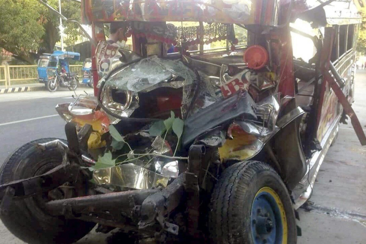 Christmas Jeepney.20 Killed In Crash On The Way To Christmas Mass In