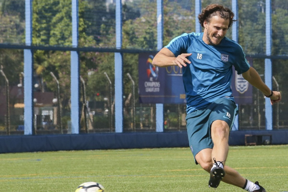 90618d0033f Diego Forlan impresses in his first training session for new club Kitchee  at the Kitchee Soccer