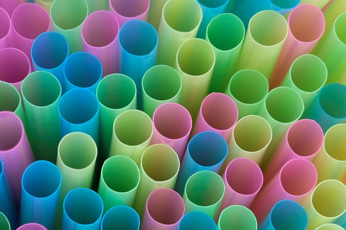 Straw smog: scientists concerned about epic plastic pollution