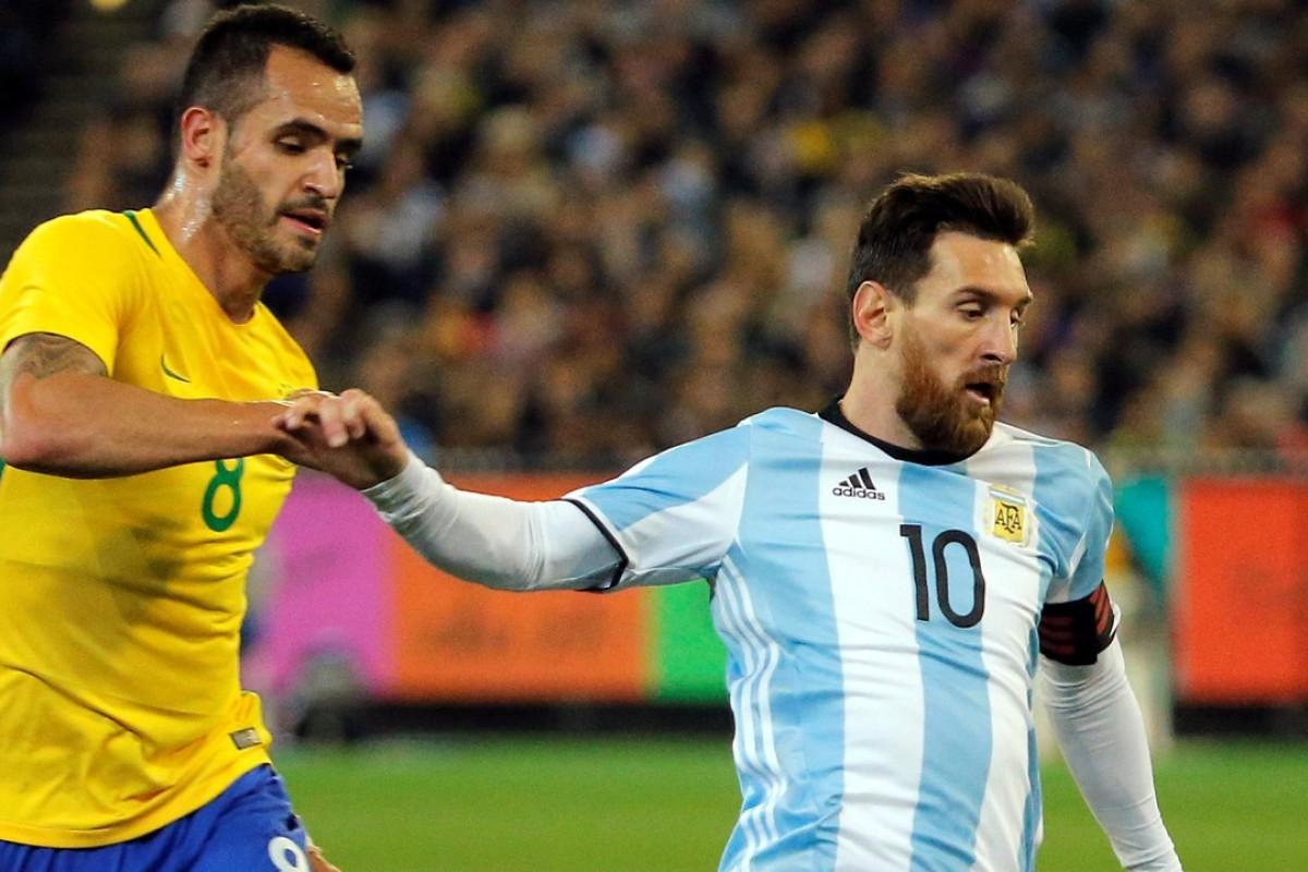 6c4ce2150e1 Argentina s Lionel Messi grapples with Brazil s Renato Augusto. Photo   Reuters