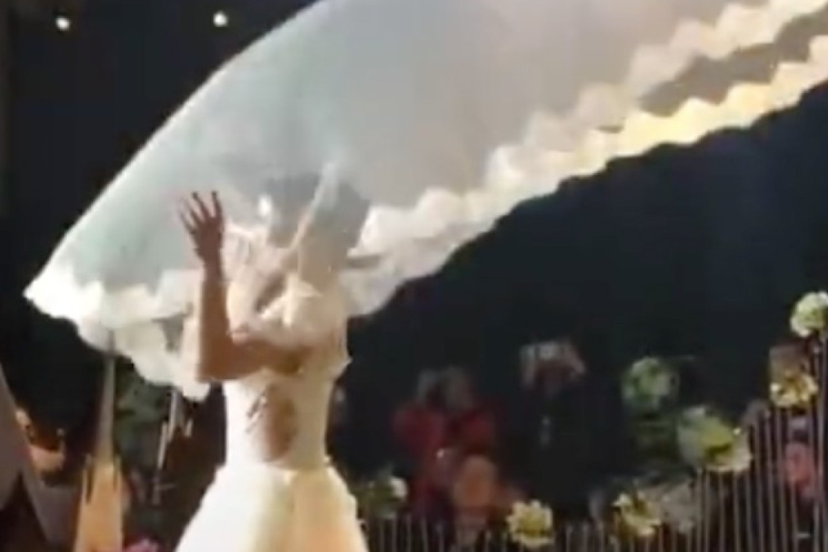 Nothing says I love you like     a flying veil, China's