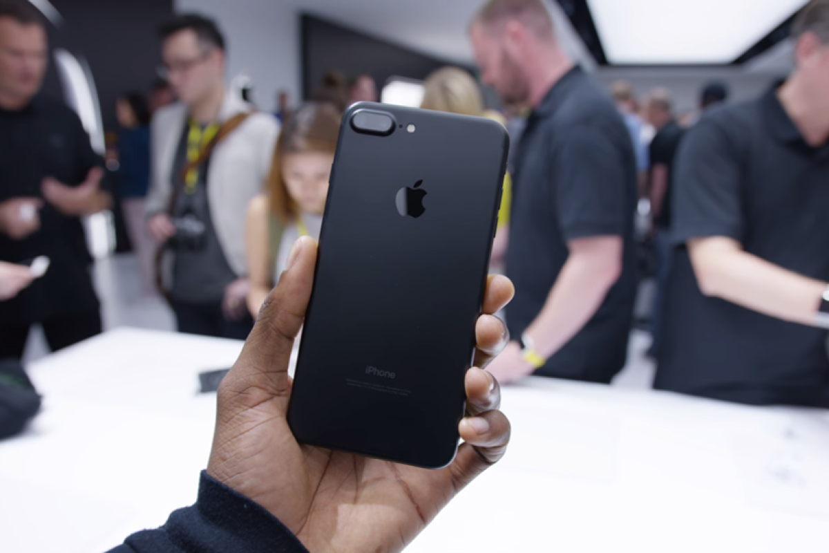 What's the best iPhone to get in the market? | South China