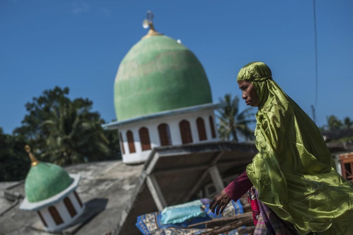 Panic as multiple earthquakes jolt Lombok, causing
