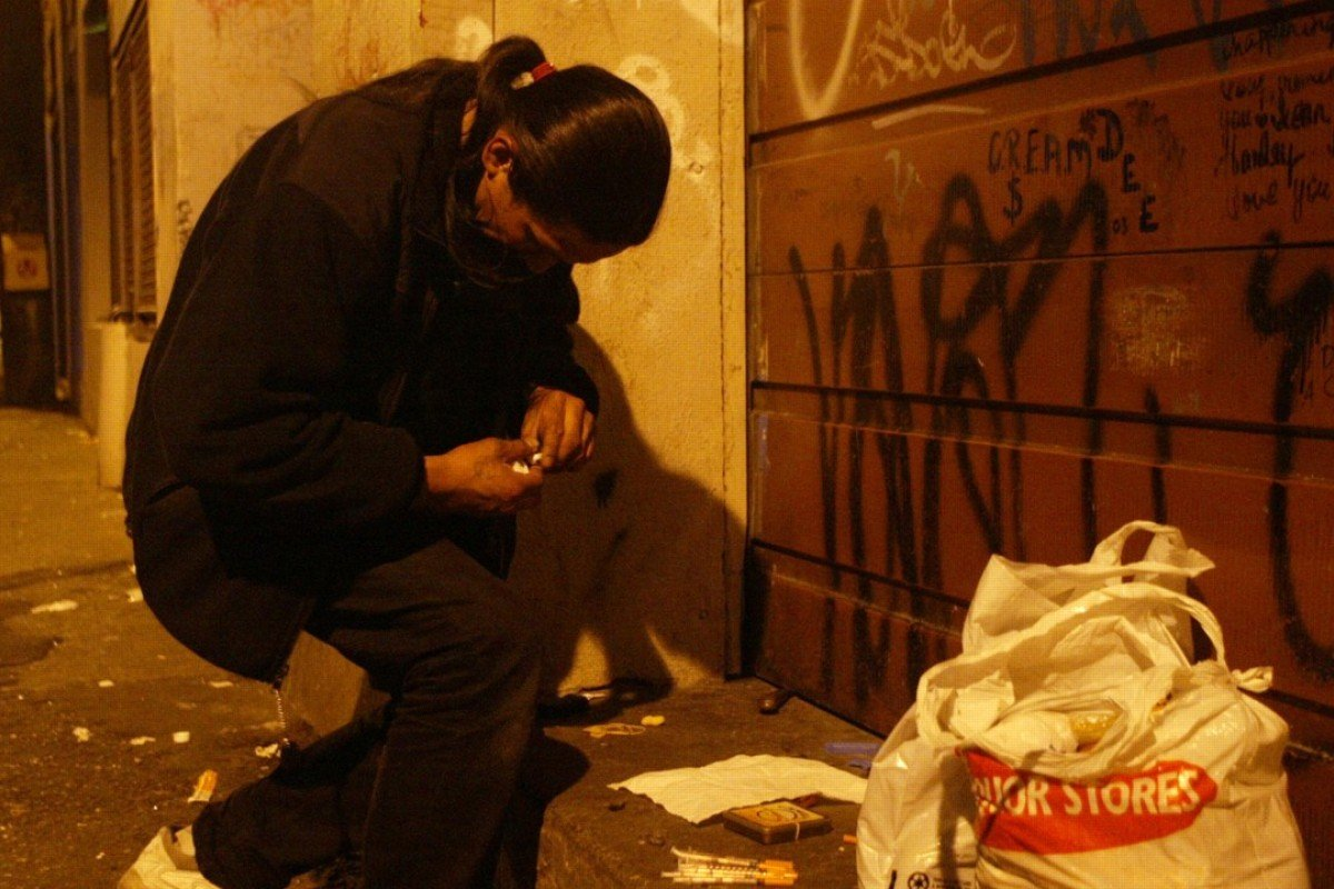 466d4764d63 A drug user fumbles with a needle in a back alley in Vancouver s downtown  Eastside neighbourhood