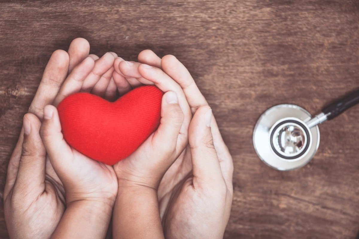 The American Psychological Association says patients who have come close to death during a heart attack should enlist the support of friends, family, and work colleagues.