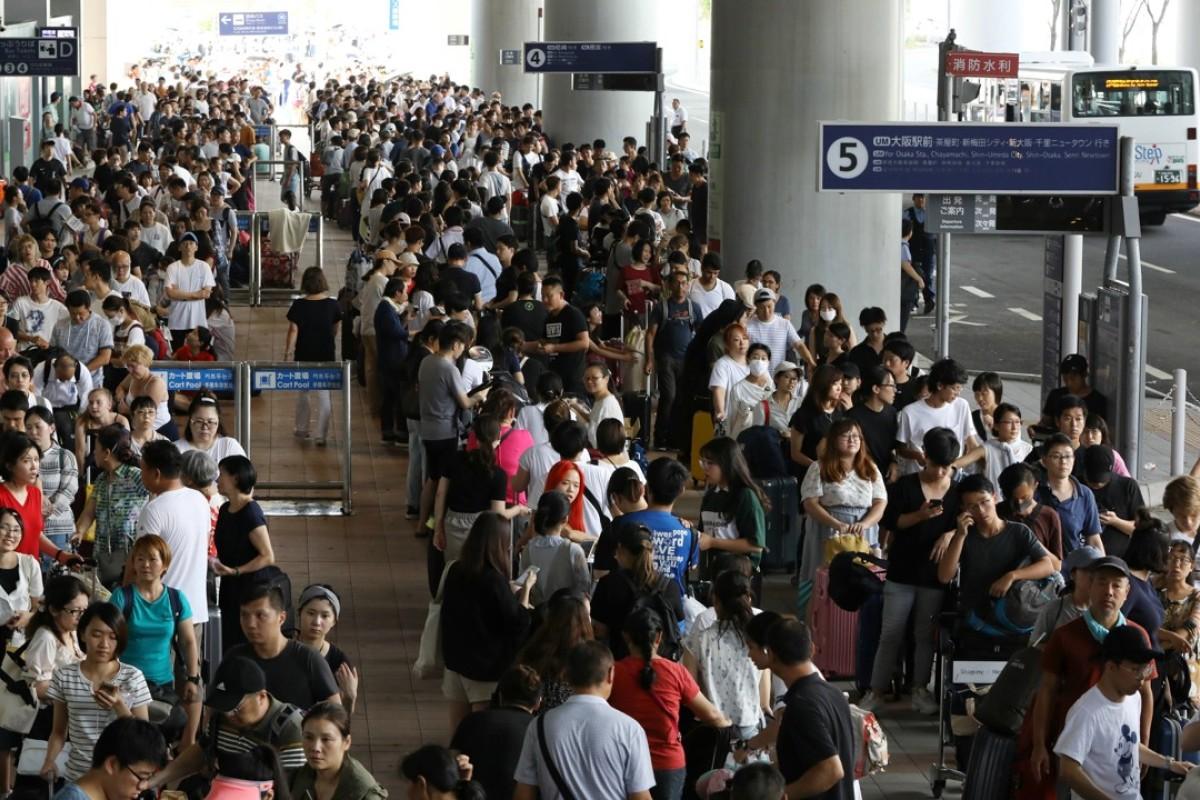 Image result for तूफान का कहर, टोक्यो में एयरपोर्ट पर 17 हजार यात्री फंसे..
