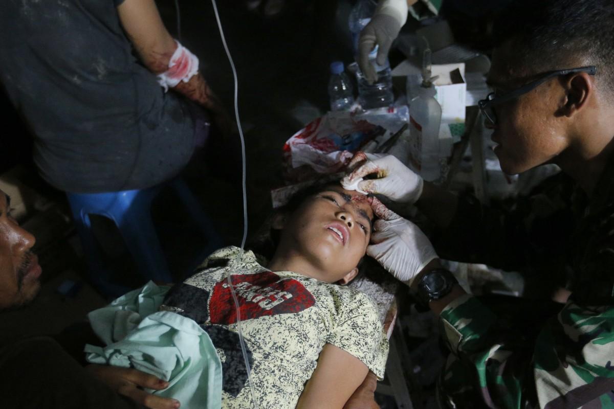 Indonesia earthquake and tsunami kill at least 400, death