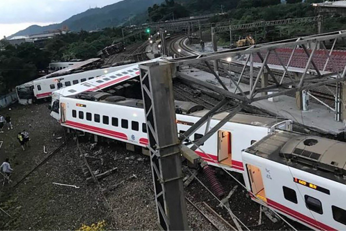 At least 18 dead and 168 injured in Taiwan tourist train crash
