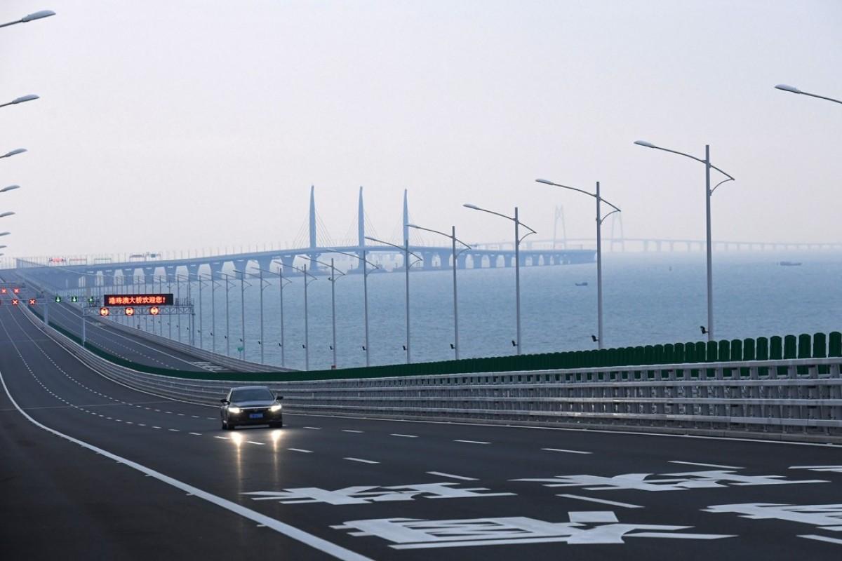 China tests facial recognition at border crossing of Hong