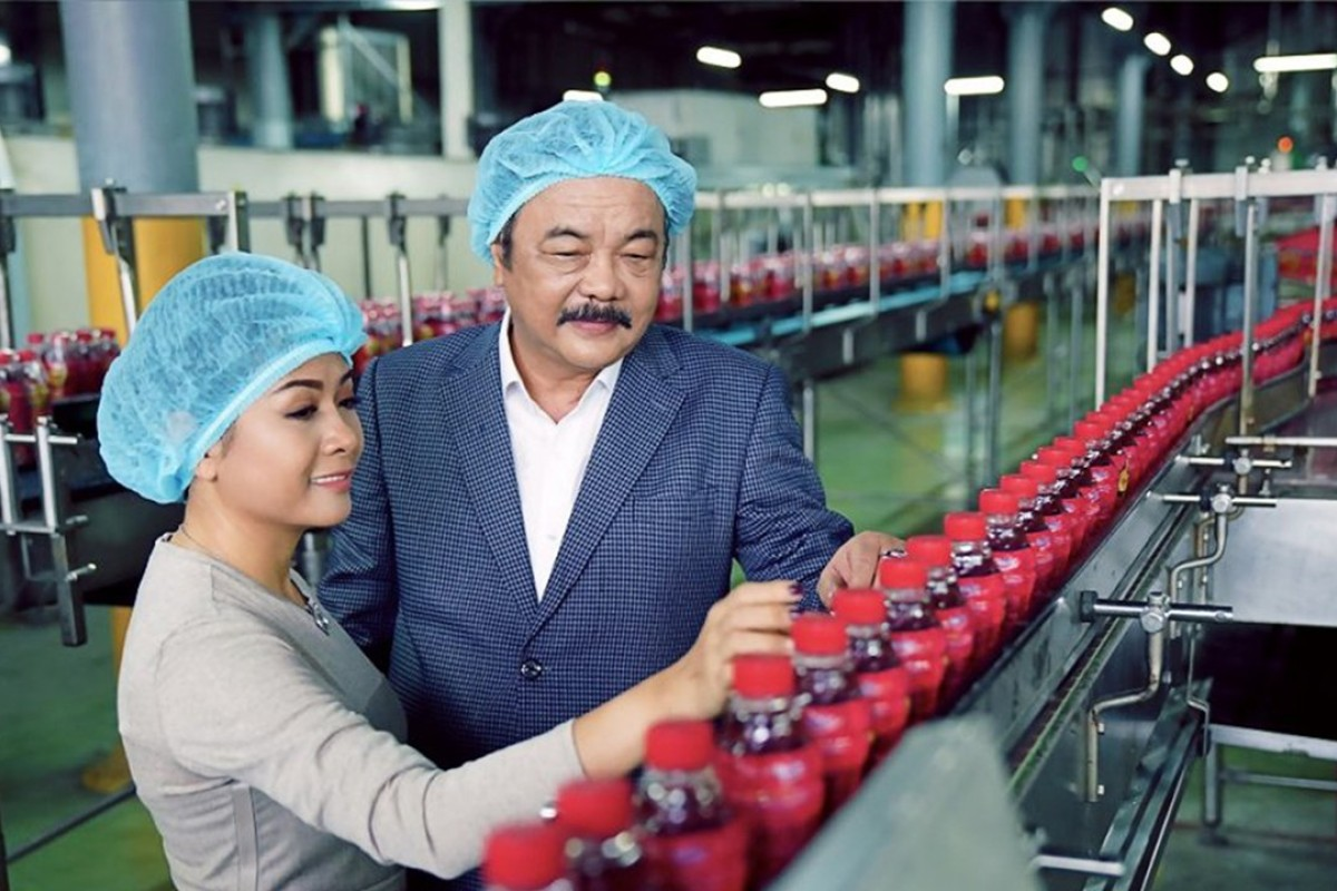 16250ca7bb3945 Tran Qui Thanh and daughter Phuong Uyen Tran at their Tan Hiep Phat  Beverage Group factory