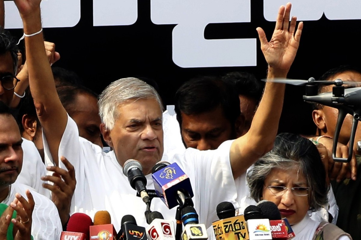 Thousands of Sri Lankans protest ousting of PM Ranil