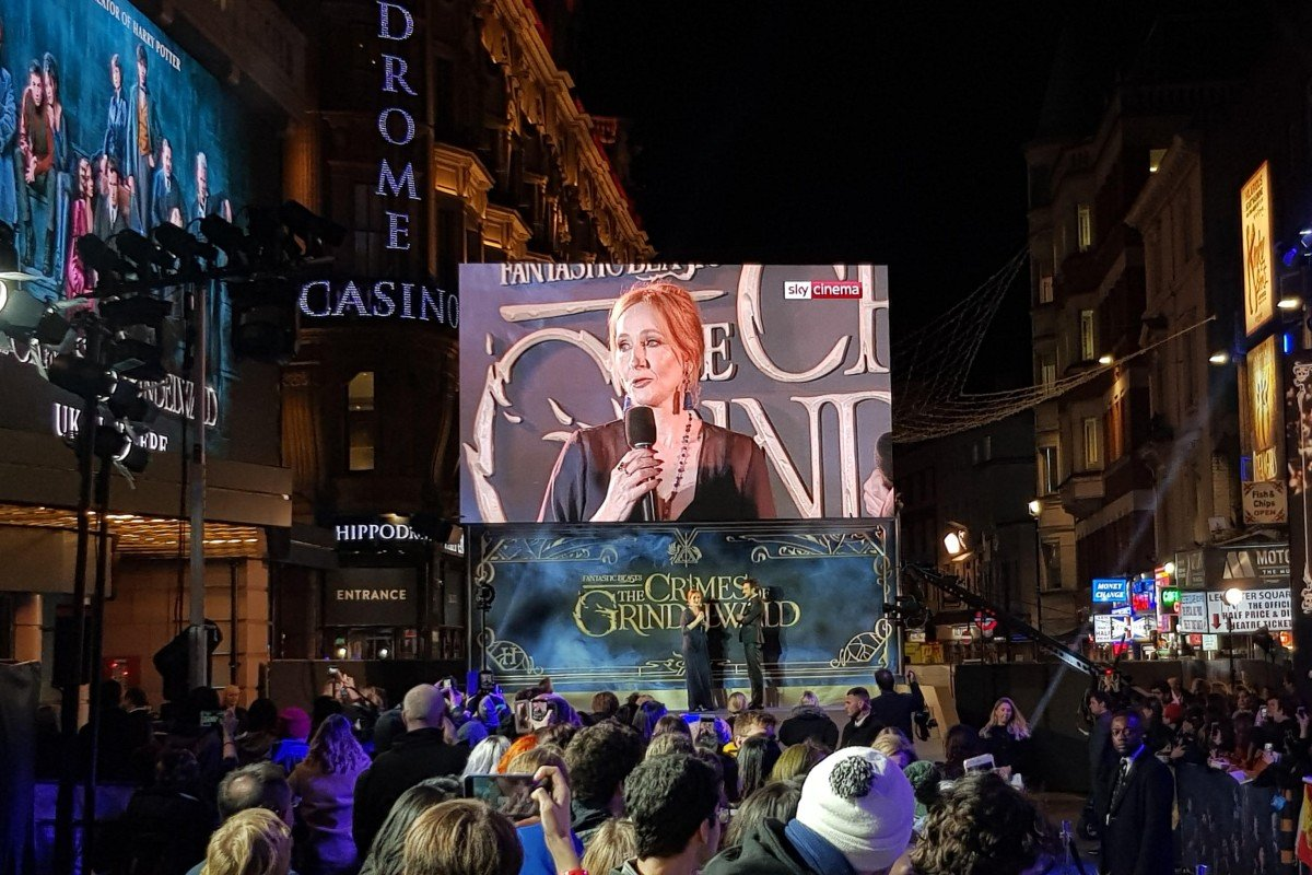 393baf486 J.K. Rowling addresses the crowd at the London premiere of Fantastic  Beasts: The Crimes of