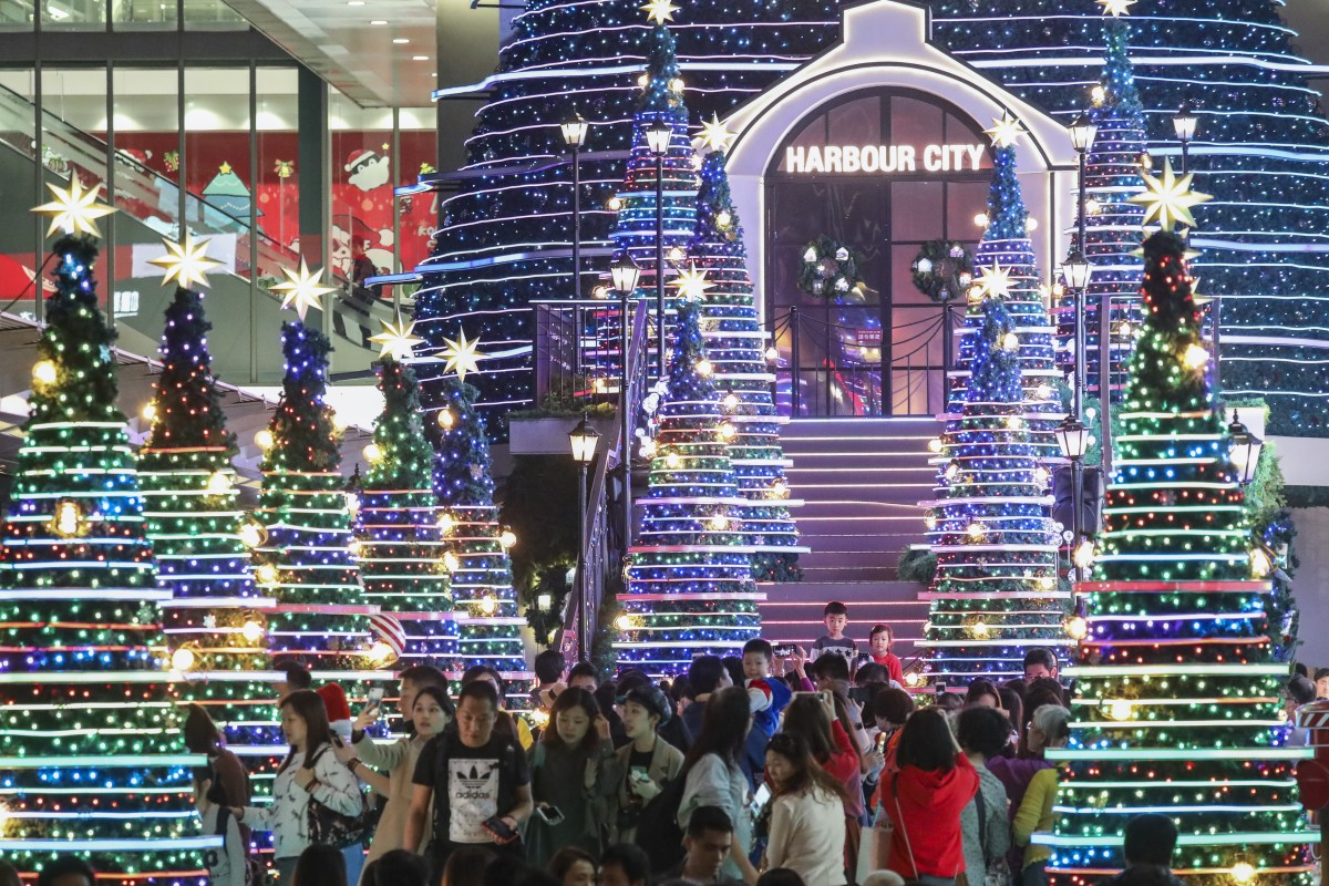 Mainland shoppers splash the cash in Hong Kong in last
