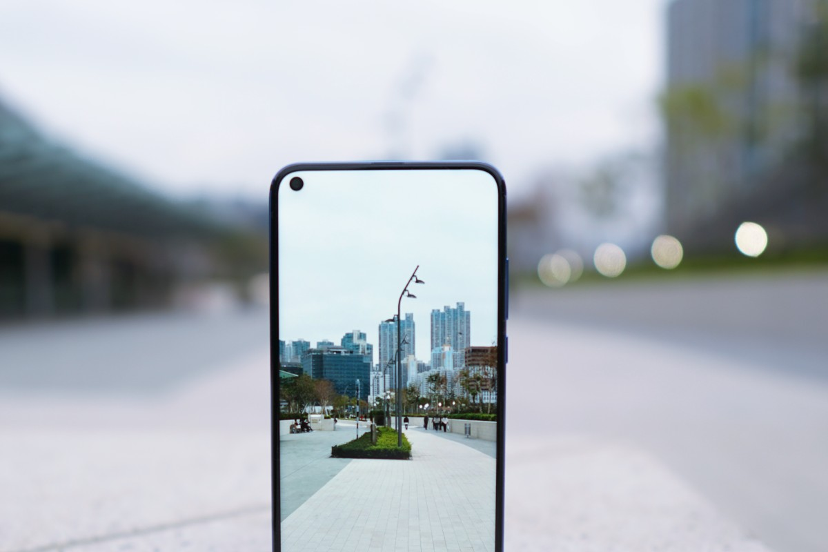 Honor View 20 first look: hole-punch selfie camera replaces