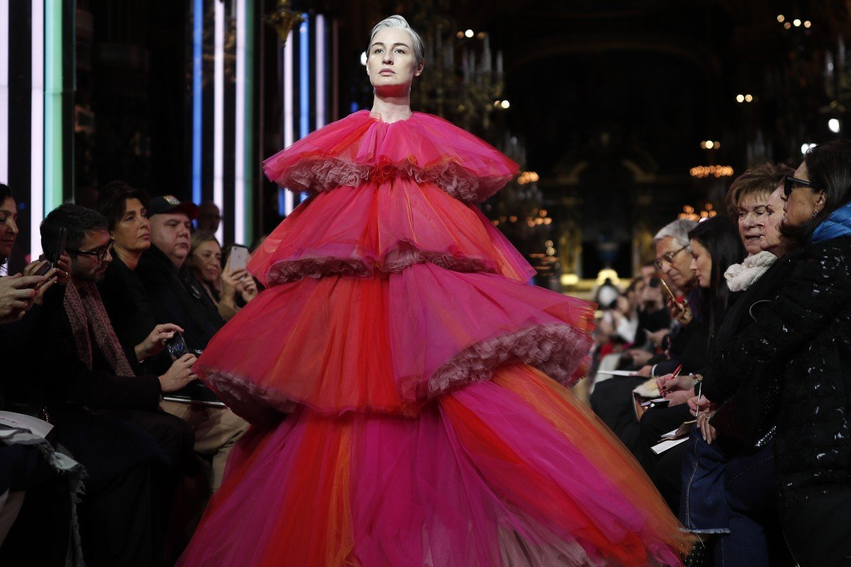 a8d4ecfdcf3 Heavily pregnant British supermodel Erin O'Connor took to the runway in a  tiered tulle