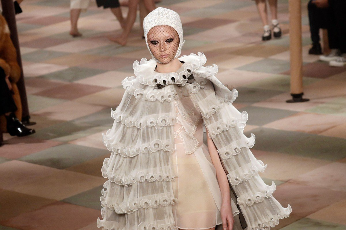 31eb4e27c A model presents a Christian Dior creation during the 2019 spring/summer  collection fashion show